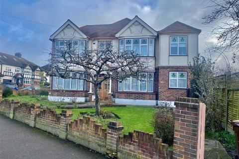 4 bedroom house to rent - Nevin Drive, Chingford