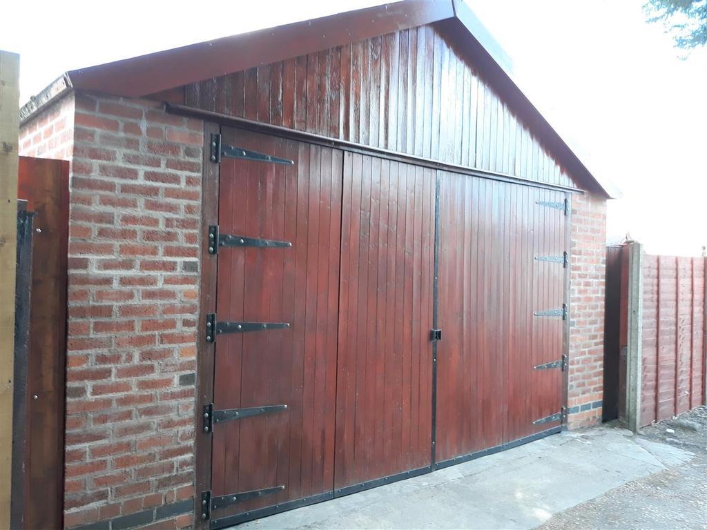Double Garage/Workshop