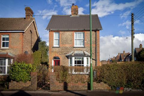 3 bedroom detached house for sale - GORGEOUS PERIOD HOME | Franklynn Road, Haywards Heath