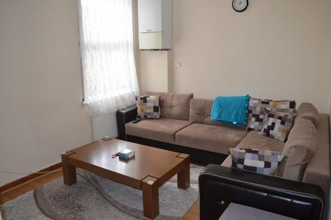 2 bedroom flat to rent - Borthwick Mews, London, E15