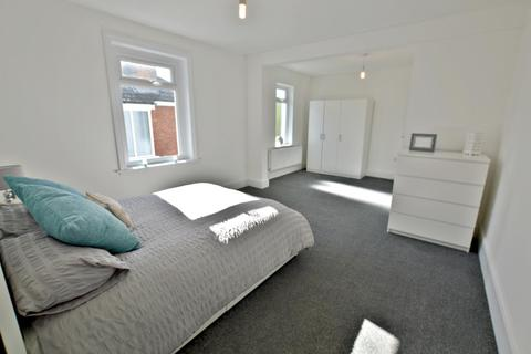 1 bedroom house share to rent - Wimborne Road, Poole, BH15 2BG