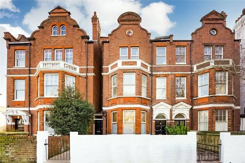 3 bedroom flat to rent - Clapham Common South Side, London