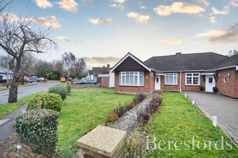 3 bedroom semi-detached bungalow for sale - Tay Way, Rise Park, Essex, RM1