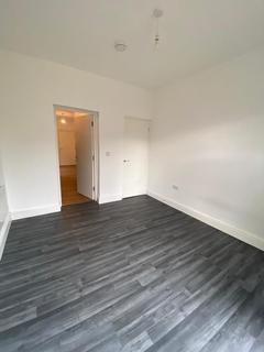 Flat to rent - Ashleigh Road, Leicester, Leicestershire