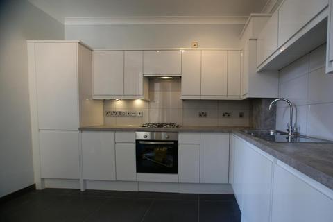 3 bedroom flat to rent - Kingwood Road, Fulham, London, SW6 6SW