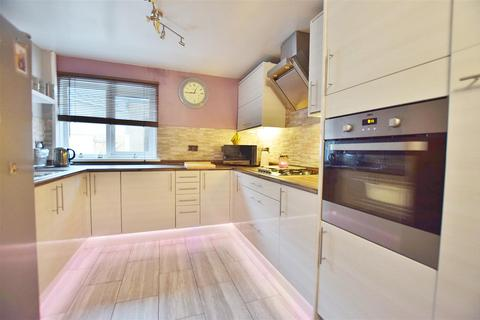 4 bedroom end of terrace house for sale - Scotchwell View, Haverfordwest