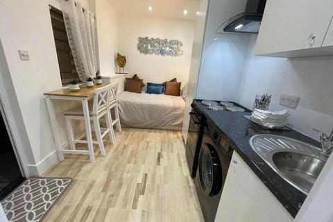 Studio to rent - Lakenheath Road, London