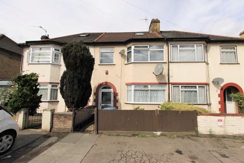 4 bedroom house to rent - Montagu Road, London, N18