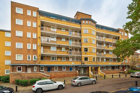 3 bedroom flat for sale - McCormick House, London, SW2