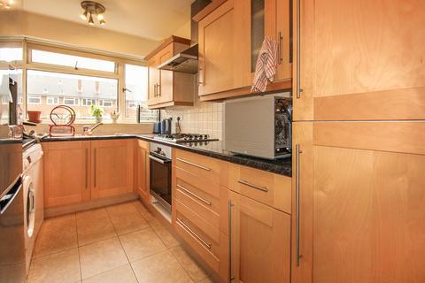 2 bedroom flat to rent - Oak Hill, Surbiton KT6