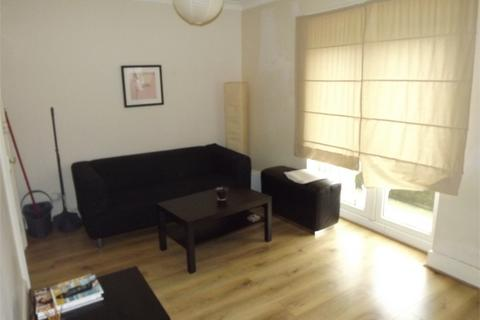 3 bedroom flat to rent - Franciscan Road, London
