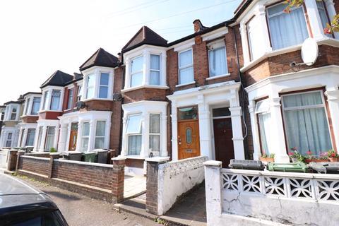 3 bedroom apartment to rent - Leyton, E10