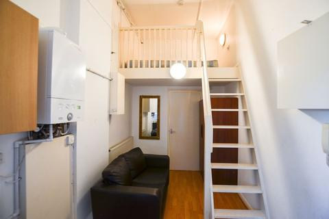 Studio to rent - High Road Leytonstone, Leytonstone E11