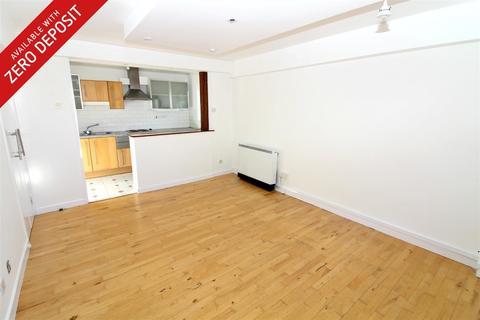 2 bedroom flat to rent - Regents Court, Pownall Road, London