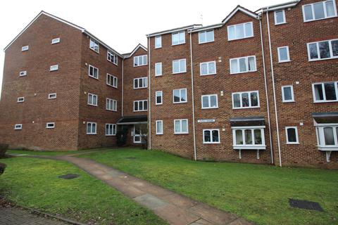 Studio to rent - Percy Gardens, Worcester Park KT4