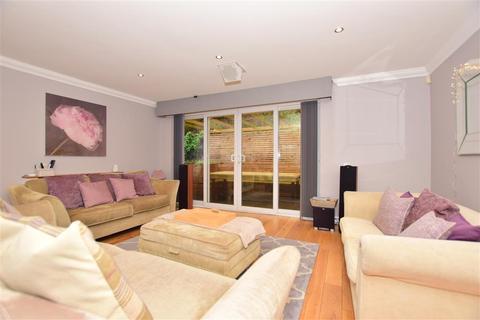 4 bedroom detached bungalow for sale - Mount Lane, Hartlip, Sittingbourne, Kent