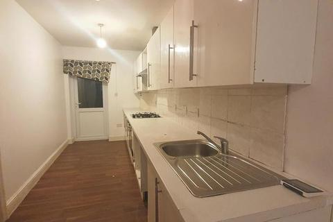 4 bedroom house to rent - Sandyhill Road, Ilford, IG1