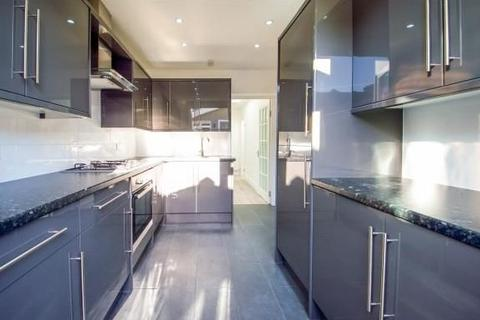 5 bedroom semi-detached house to rent - Downsell Road E15