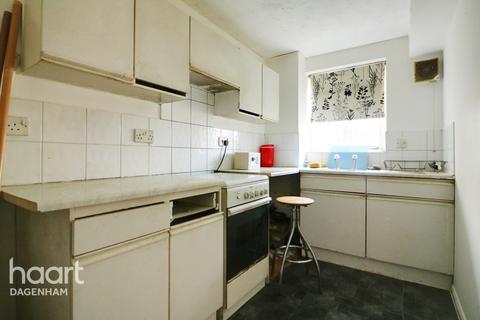 1 bedroom flat for sale - Plumtree Close, Dagenham