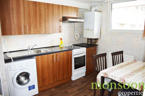 3 bedroom flat to rent - Palmers Road, London