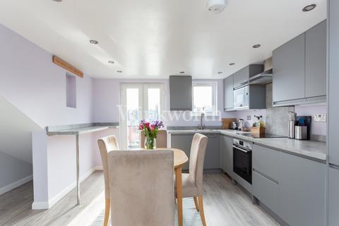 3 bedroom flat for sale - Raleigh Road, London, N8