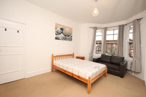 4 bedroom maisonette to rent - Oakfield Road, Finsbury Park, London, N4 4NL
