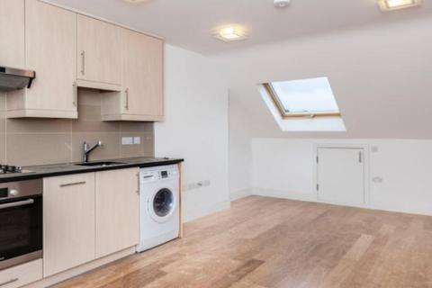Studio to rent - Gunnersbury Crescent, Acton, London, W3 9AA