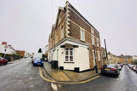 9 bedroom end of terrace house to rent - Worrall Road, Clifton