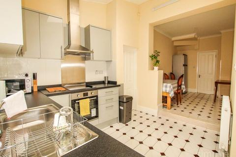 1 bedroom in a house share to rent - Gibbon Road, Acton,