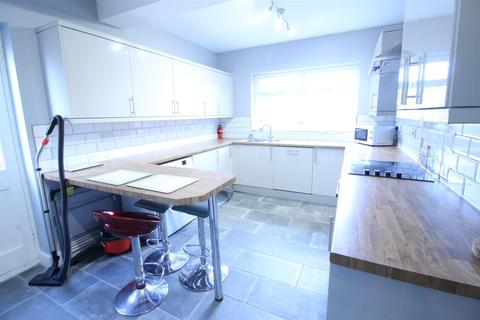 3 bedroom semi-detached house to rent - Peveril Road, Beeston, NG9 2HU