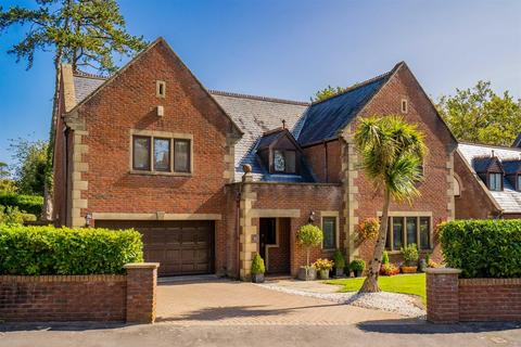 5 bedroom detached house for sale - Mandinam Park, Sketty, Swansea