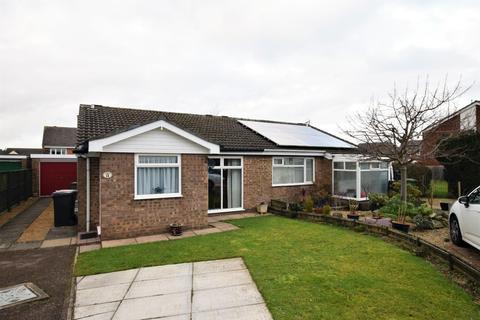 2 bedroom semi-detached bungalow for sale - Dove Close, Oakham