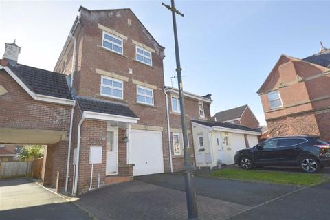 3 bedroom house for sale - Gritstone Drive, Macclesfield