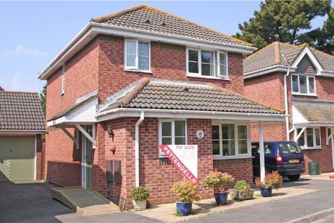 3 bedroom detached house for sale - Glen Close, Barton On Sea, Hampshire