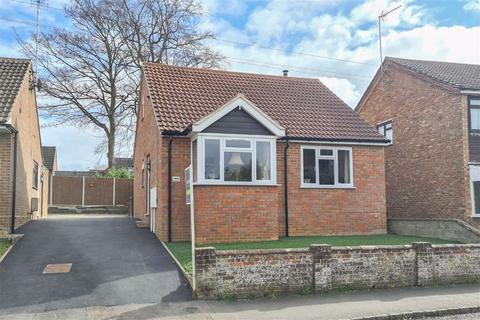 2 bedroom detached bungalow for sale - High Street, Wing
