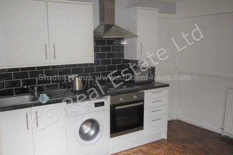 1 bedroom in a house share to rent - Seaford Road, Salford, M6 6DD