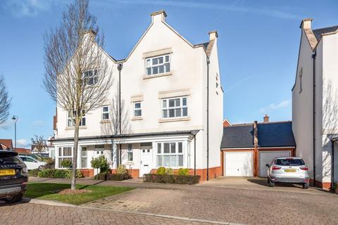 4 bedroom semi-detached house for sale - Longhurst Avenue, Horsham, RH12