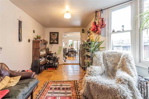 3 bedroom semi-detached house for sale - Warham Road, Harringay, London, N4