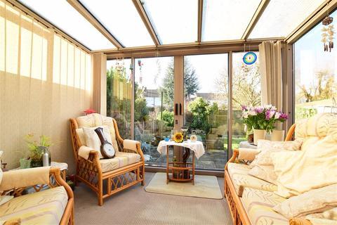 2 bedroom bungalow for sale - Neal Road, West Kingsdown, Sevenoaks, Kent