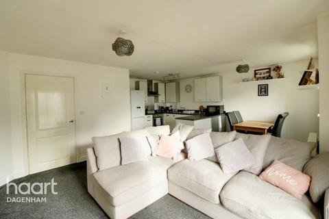 2 bedroom apartment for sale - Panyers Gardens, Dagenham