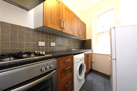3 bedroom flat to rent - Green Lanes, Palmers Green, LONDON, N13