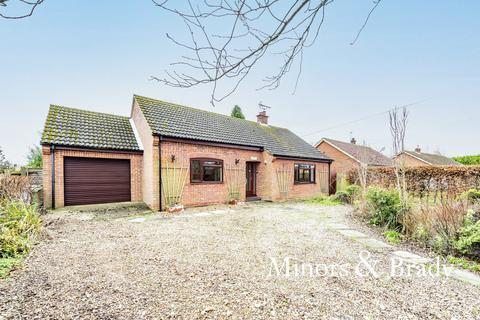 2 bedroom detached bungalow for sale - Claypit Road, Foulsham