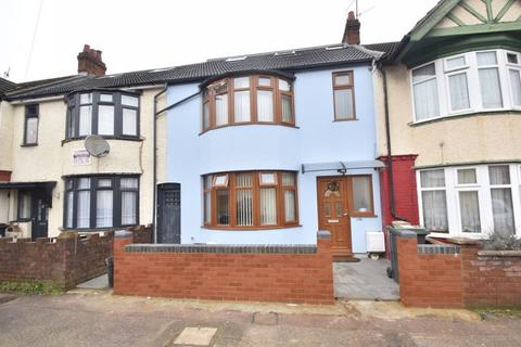 3 bedroom terraced house for sale - Selbourne Road, Luton