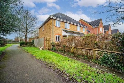 3 bedroom semi-detached house for sale - Borkum Close, Andover