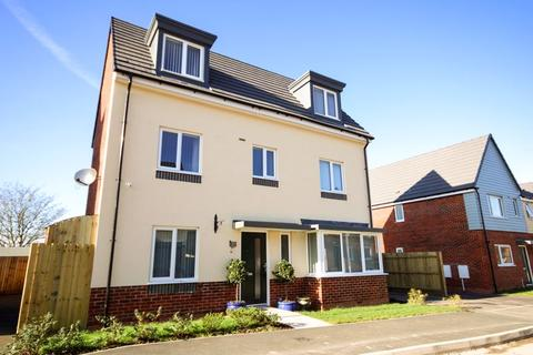 4 bedroom detached house for sale - Richard Dawson Drive, Bucknall, Stoke-On-Trent
