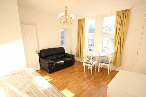 Studio to rent - The Grove, Ealing, W5