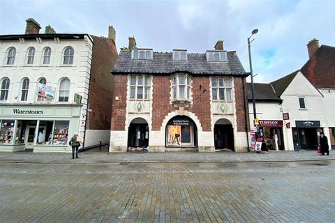 Retail property (high street) to rent - 67 High Street, Brentwood, Essex