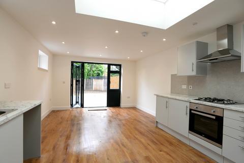 2 bedroom maisonette to rent - Blakeney Avenue, BR3