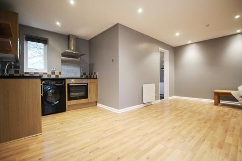 Studio to rent - Tom Price Close, Cheltenham, GL52