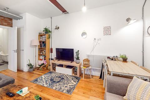 2 bedroom flat for sale - Paddock Gardens London SE19